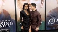 Priyanka Chopra và Nick Jonas đẹp đôi trên thảm đỏ