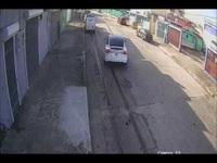 Chiếc Tesla Model X làm loạn phố, tài xế đổ lỗi... tại xe