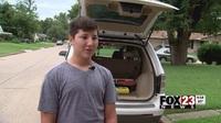 Cậu bé 12 tuổi đập vỡ kính ô tô để cứu bé 2 tuổi