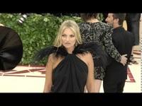 Kate Moss sành điệu bên các đồng nghiệp