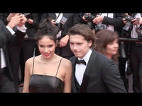 Brooklyn Beckham và Hana Cross dự LHP Cannes