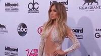 Jennifer Lopez bốc lửa trên thảm đỏ