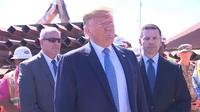 """Ông Trump khoe bức tường biên giới """"rán được trứng"""""""