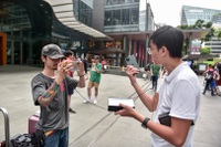 Các Youtuber Việt Nam đua nhau review iPhone 11 ngay và luôn tại Apple Store Singapore