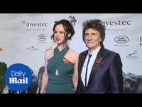 Ronnie Wood đẹp đôi bên vợ kém 30 tuổi