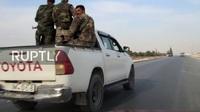"""Video xe thiết giáp Mỹ bất ngờ chạm mặt quân nhân Damascus giữa """"chảo lửa"""" Syria"""