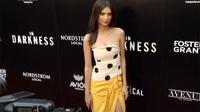 Emily Ratajkowski quyến rũ với váy quây