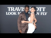 Kylie Jenner đẹp đôi bên Travis Scott