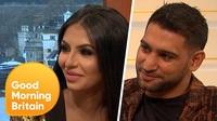 Amir Khan và Faryal Makhdoom trả lời phỏng vấn trên truyền hình