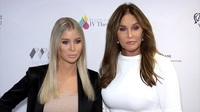 Caitlyn Jenner đẹp đôi bên bạn gái Sophia Hutchins