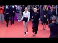 Kristen Stewart sành điệu dự LHP Deauville