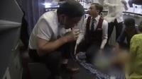 """""""Sốt"""" video bác sĩ dùng miệng hút nước tiểu cứu người"""