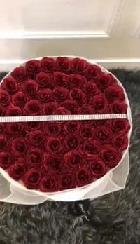 Bó hoa hồng sáp có 283 bông có giá 2.830.000 đồng.