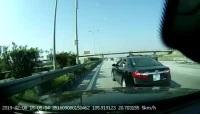 Bạn làm gì khi bị xe khác chặn đường trên cao tốc?