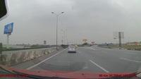 Ô tô bất ngờ phanh gấp và dừng lại giữa đường cao tốc gây tai nạn liên hoàn