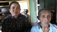 Bạn đọc báo Dân trí trao hơn 62,3 triệu đồng đến cụ Nguyễn Lừng ở Bình Đinh
