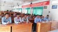 Quang cảnh trao học bổng Grobest tại một trường THCS ở huyện Đầm Dơi.