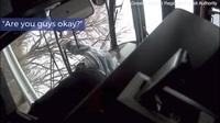 Ô tô lao như tên bắn vào xe bus, hành khách bay khỏi ghế