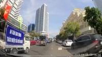 Đoàn xe tuyên truyền an toàn giao thông lại vi phạm... luật giao thông tại Khánh Hòa