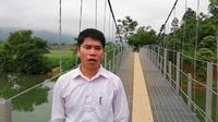 Ông Quách Thanh Tuấn - Phó chủ tịch UBND xã Chí Đạo bày tỏ niềm vui khi cây cầu được sửa chữa.