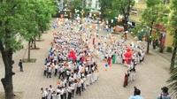 Lễ chào cờ cuối cùng và khoảnh khắc thả bóng bay ước mơ của học sinh lớp 12 THPT Yên Hoà