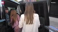 Nữ diễn viên Jessica Alba đưa hai con gái ra ngoài chơi