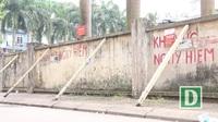 Liều mình ngồi bán hàng bên bức tường sắp đổ ở Hà Nội