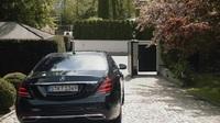 """BMW """"búng"""" Mercedes-Benz trong ngày thay tướng và nhận lại câu đáp trả đầy thông minh"""