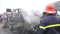 Xe khách đang chạy bất ngờ bốc cháy, 1 bé trai tử vong