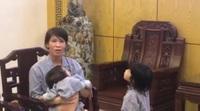 Mẹ hai bé Châu Đoan, châu Băng bày tỏ lòng cảm ơn các bác sĩ BV Mắt Trung ương, báo Dân trí đã hỗ trợ 3 mẹ con chị ra Hà Nội khám bệnh.