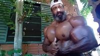 Valdir Segato khoe cơ bắp trên Instagram