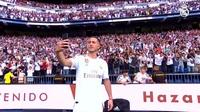 Eden Hazard rạng rỡ ra mắt 50.000 cổ động viên Real Madrid