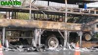Xe khách cháy trơ khung ở Sóc Trăng