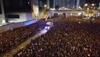 Người biểu tình Hong Kong mở đường cho xe cứu thương
