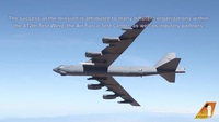"""Video """"pháo đài bay"""" B-52 lần đầu mang tên lửa siêu thanh uy lực của Mỹ"""