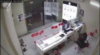 Kinh hoàng giây phút chủ cửa hàng ĐTDĐ bị kẻ lạ xông vào chém dã man