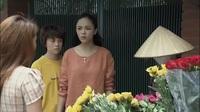 Cảnh 3 chị em chết lặng khi nhận ra cô bán hoa quá giống người mẹ quá cố của mình