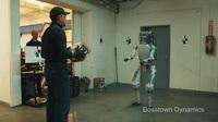 Robot Atlas bị hành hạ, rồi phản kháng lại con người