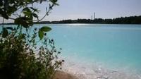 """""""Phát cuồng"""" vì hồ nước xanh ảo diệu nhưng chứa đầy chất độc"""