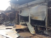 Khu chợ hoang tàn sau đám cháy dữ dội