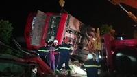 Lật xe khách 1 người chết, 12 người bị thương