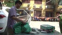Clip khám phá 100 bánh ma túy được vận chuyển bằng ô tô