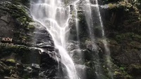 Tắm thác và để cả rỉa chân tại thác Khe Kèm