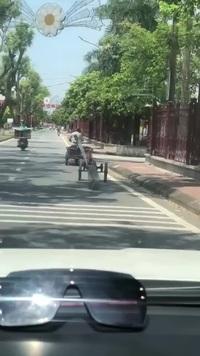 Kiểu chở thép xây dựng cực nguy hiểm trên đường