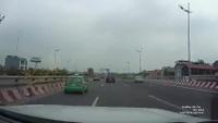 Xe taxi suýt gây tai nạn vì lách tránh xe khách đột ngột dừng lại trên cao tốc