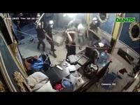 Nhóm người đập phá nhà hàng giữa trung tâm TPHCM