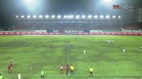 Cầu thủ Trat FC tự dừng trận đấu để phản ứng trọng tài ở Thai League