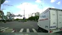 Kiến tạo lối riêng - tài xế xe tải khiến cả đoàn xe bất bình