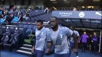 Các cầu thủ Tottenham khởi động trước trận gặp Man City