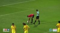 Văn Lâm mắc sai lầm sơ đẳng, Muangthong United rơi điểm đáng tiếc